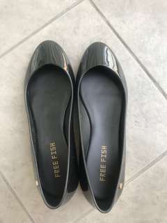 Free Fish Black Shoes