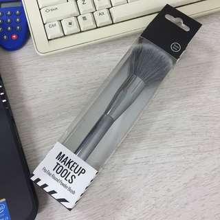 Miniso makeup tools pro fine round powder brush