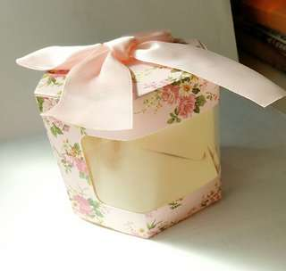 flower print wedding favor box ( incl. ribbon & wire tie)