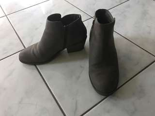 Near new taupe zip ankle boots sz7