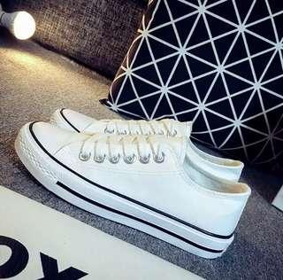休闲鞋白色