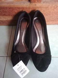 New!  heels connextion