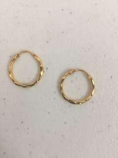 Pawnable 21k earring