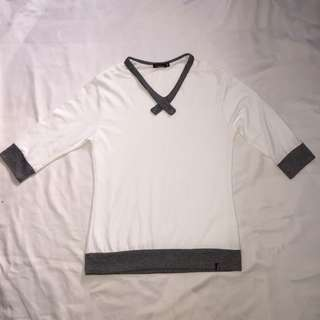 White 3/4th shirt with gray linings