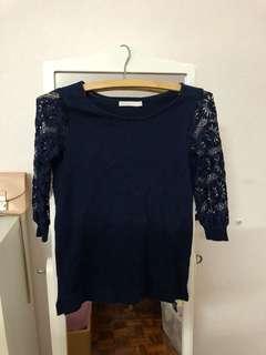 Preloved Padini navy lace sleeve knit top (xs)