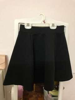New H&M black skater skirt (xs)