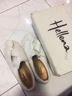 Sepatu slip on Hellena