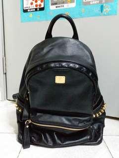 MCM全黑色拼金釘Backpacks