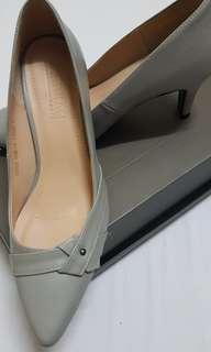 Mid heel ladies shoes