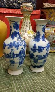 Pair of blue and white vase with family illustrations