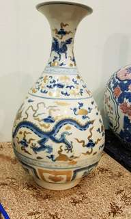 Pear shape blue and gold dragon motif porcelain vade
