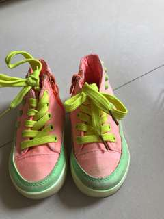Sepatu anak unisex