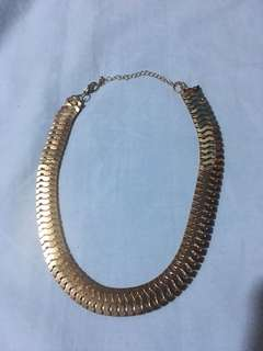 (brandnew) gold flat necklace