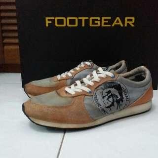 Sepatu diesel