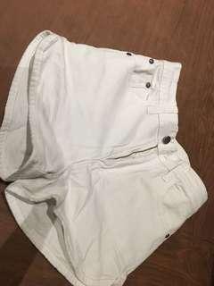 shorts putih s