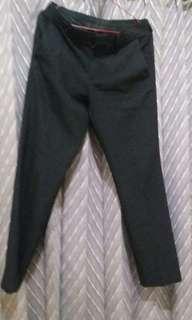 Celana hitam slim fit no 31