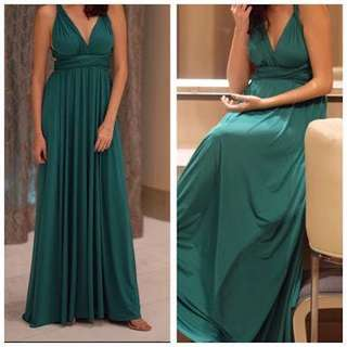 Long, emerald green infinity dress