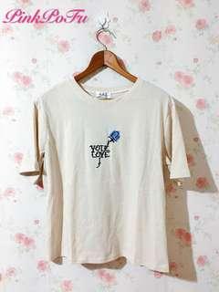 🚚 刺繡花朵T恤