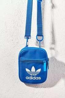 Adidas 藍色 經典款側咩袋 單肩袋 三葉草 迷你小包 休閒運動斜挎袋