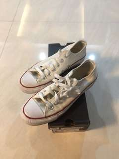 Converse White Chucks Low