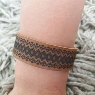 Unisex handmade leather bracelet (Customizable)