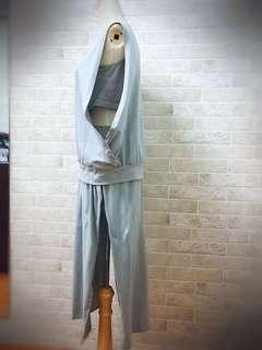 🚚 正韓套裝半價出清‼️無袖露腰上衣+開高衩褲裙設計