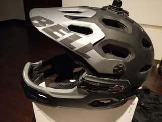 Selling a Bell SUPER 2R MIPS helmet L size