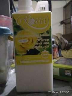 Pewangi baju laundry  1liter . Yellow rose