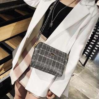 Y2298 Fashion Sling Bag - Black
