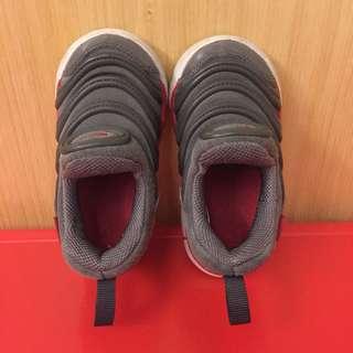 🚚 Nike 毛毛蟲鞋