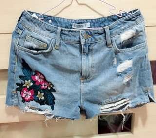🚚 Zara刺繡短褲(尺寸:38,腰寬38公分、臀寬45公分、全長34公分)