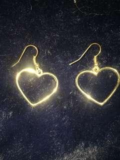 🚚 愛心金耳環