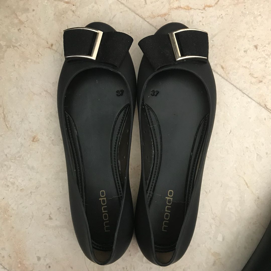 83ef39094fd4 Jelly Shoes Black Flat Shoe with FREE GUESS Slippers