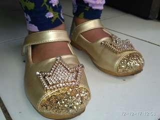 Sepatu anak pesta