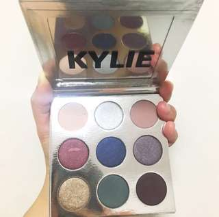 BN KYLIE COSMETICS THE HOLIDAY KYSHADOW PALETTE