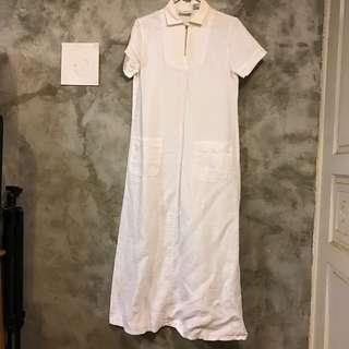 🚚 白色苧麻長洋裝 短袖開襟 肩寬38 胸寬47 全長130公分 袖長18 領口內側輕微泛黃穿起來看不到 下擺有一縫補處