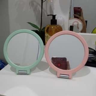Kaca Meja (Mirror Makeup)