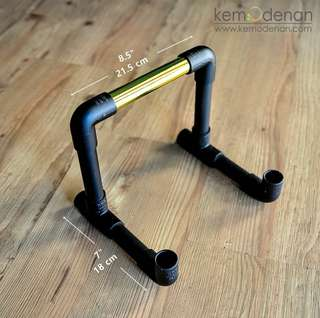 Table Holder by Kemodenan.