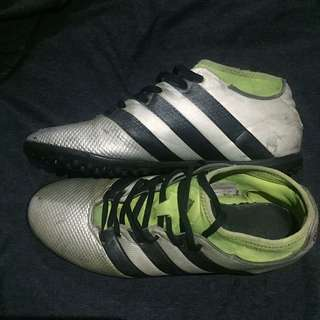 Pre-loved Adidas Primemesh Turf shoes size 9.5us