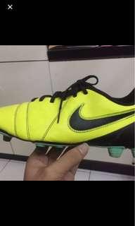 Nike football CTR 360