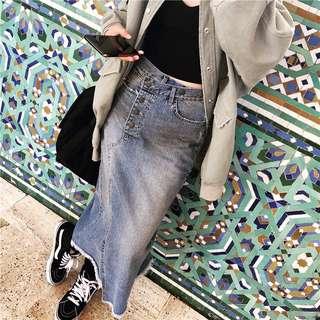 🚚 [女子更衣間] 高腰油漬設計不對稱後開叉牛仔長裙