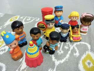 ELC (2 sets of figurines) include postage to SM