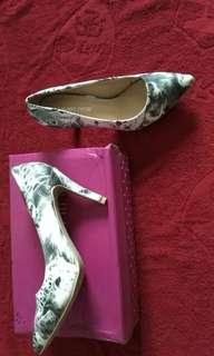 Sepatu Seven Nine - Putih Motif Macan