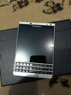 Blackberry Pasport Dallas Silver Edision