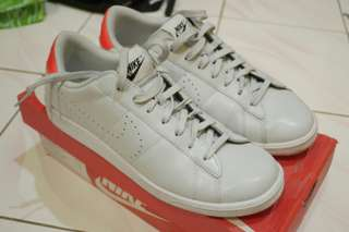 Nike tennis classic cs second