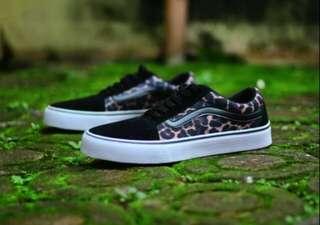 Sepatu Sneakers Vans Old School Leopard Grade Ori For Men