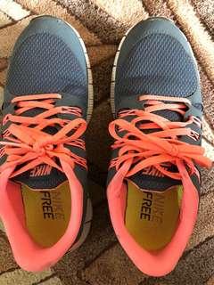 Sz 8.5 Authentic Nike Free Gray-Orange Running Shoes