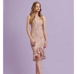 Looking for vgy dentelle lace dress in rose size S
