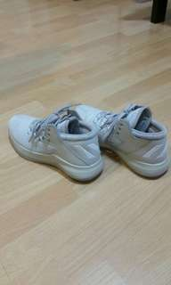 Authentic Addidas rise up basketball light brown