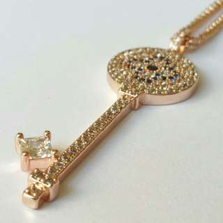 Rose gold micropaved zirconia key necklace with long chain, 80 cm, 微鑲鋯石鎖匙頸鏈,鏈長80厘米